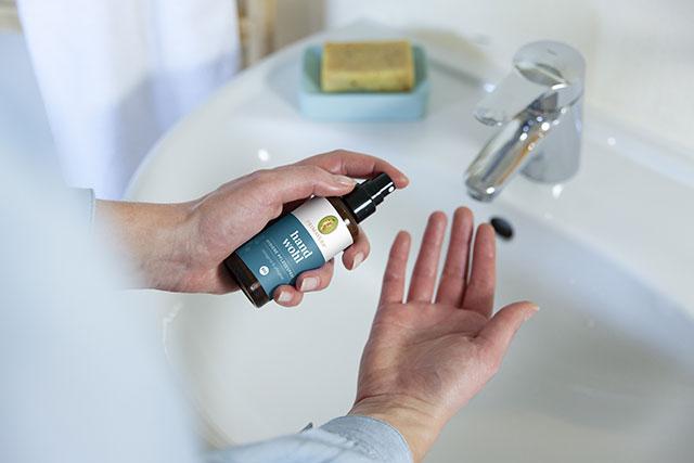 Schritt 2: Hände reinigen
